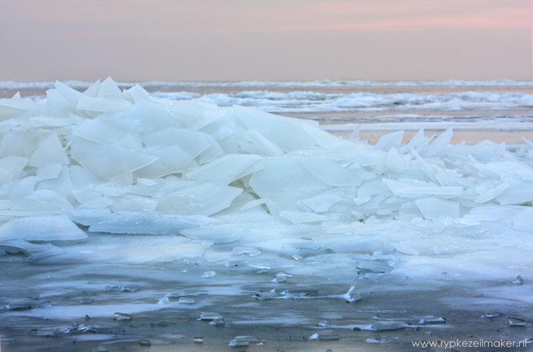 IJsbergen bij het Reade Klif: dit klif is ook ontstaan door de één na laatste ijstijd