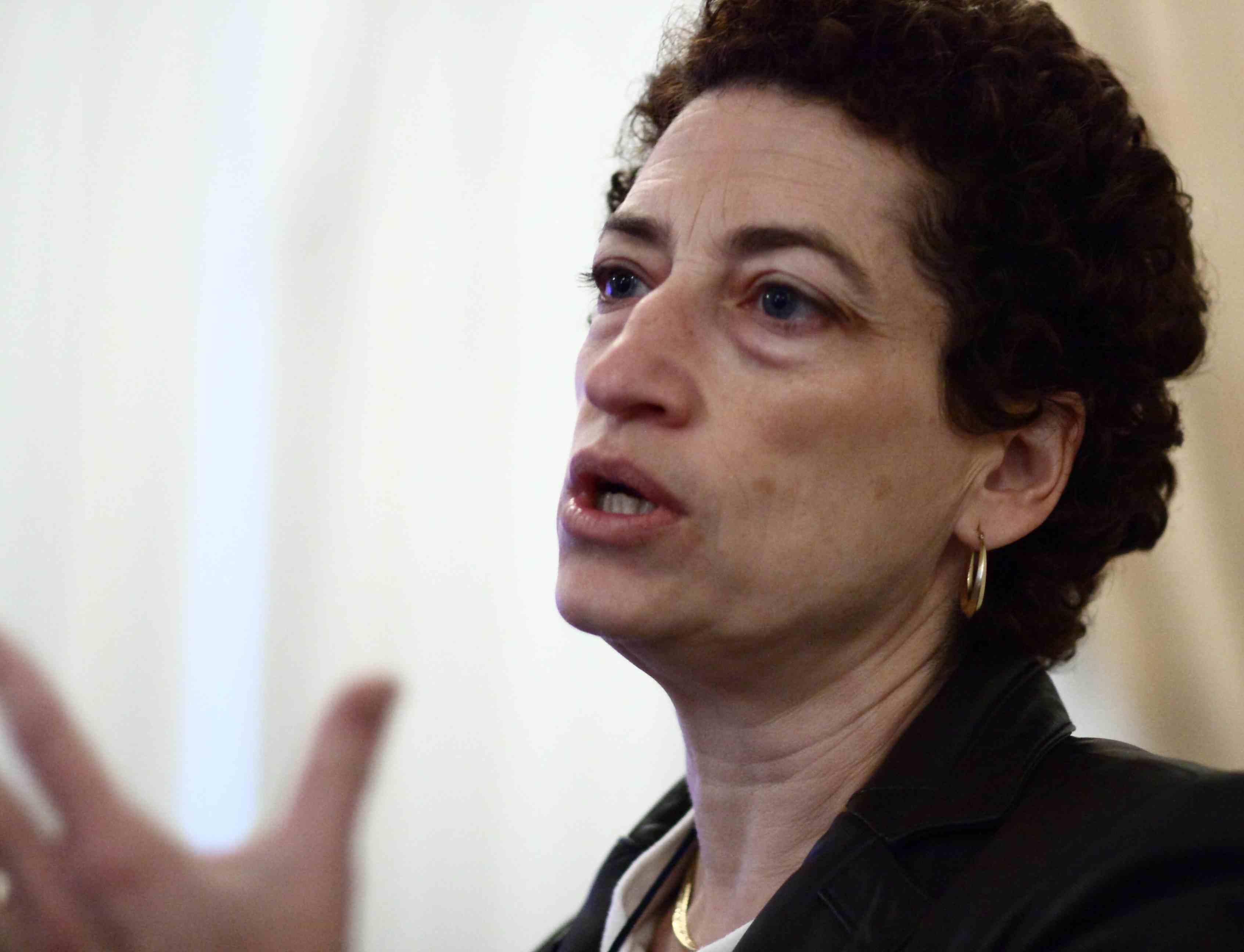 Naomi Oreskes: artetypische klimaat'deskundige' (socioloog of iets in die geest), die zichzelf vreselijk serieus neemt