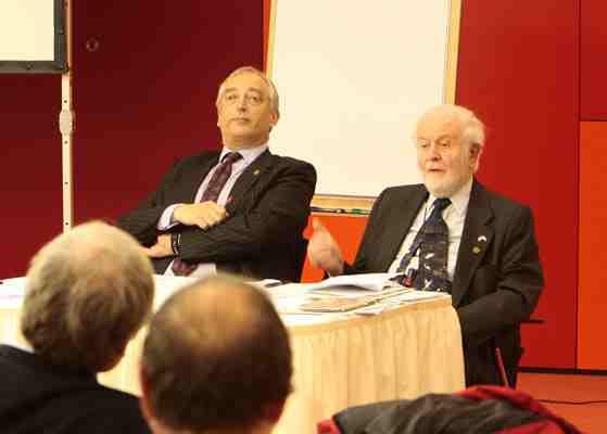 Sceptisch aartsvader Fred Singer met Lord Monckton tijdens lezing Berlijn