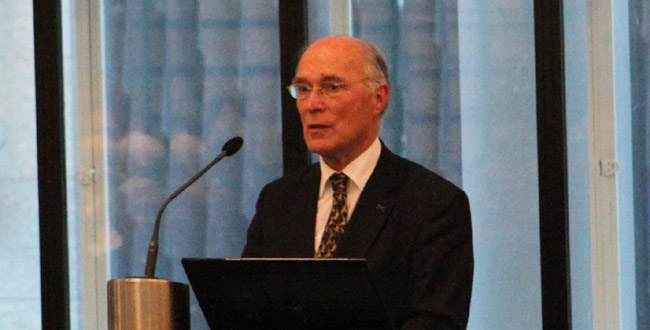 """Commissievoorzitter Prof. Rudy Rabbinge benadrukt op 12/12/11 dat de brochure niet de """"harde feiten over het klimaat"""" bevat"""