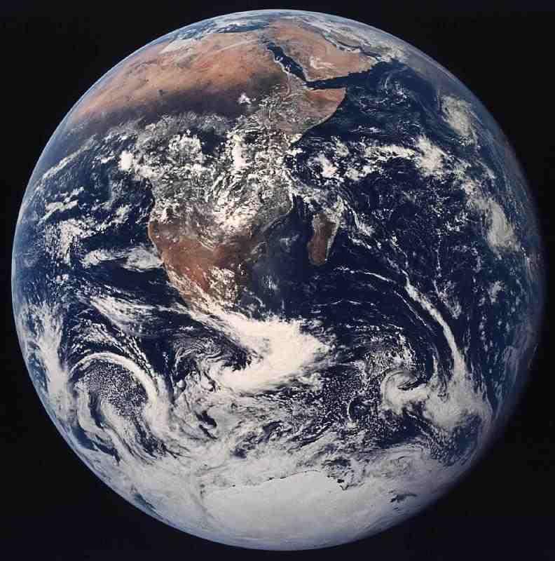 Mensen die in de ruimte zijn geweest kijken anders naar de wereld. But you can also overdrijf it