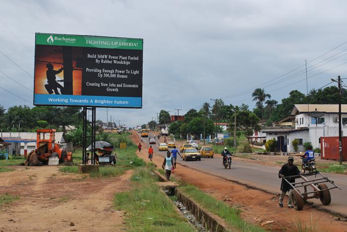Heel Liberia zou elektriciteit krijgen van Buchanan. De foto is in Monrovia gemaakt door een medewerker van SOMO, die hem welwillend aan ons heeft afgestaan