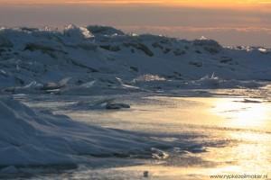 Smeltend zeeijs op het IJsselmeer