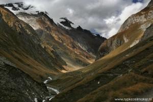 Nationaal park Hohe Tauern., gemaakt op de terugweg: het volgende conferentiethema in Triest is watervoorziening. De Alpen zijn het dak en een waterreservoir voor Europa