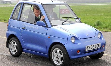 DAVID CAMERON TEST DRIVES GREEN CARS AT DUNSFOLD PARK, SURREY, BRITAIN - 24 APR 2006