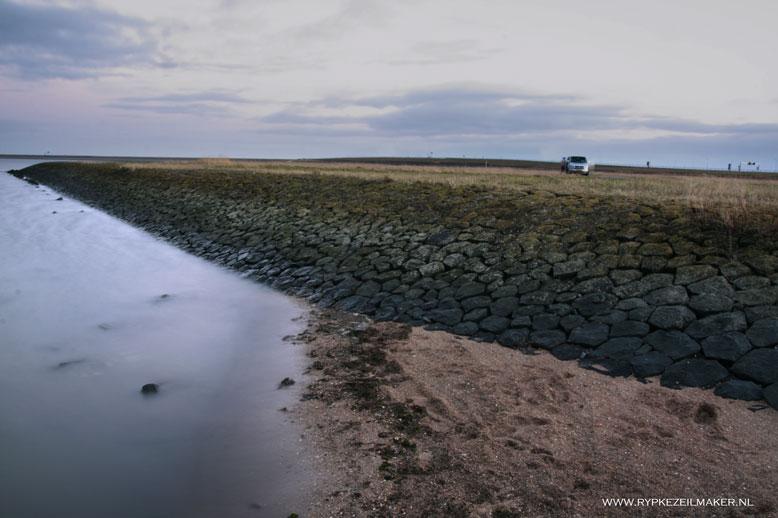 Sekscampers geven de Afsluitdijk een geheel eigen betekenis: Afzuigdijk