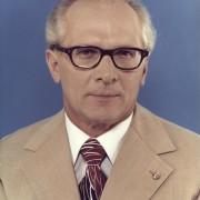 Erich Honecker (Stichting de Noordzee), altijd vol interesse in zijn medemensen, dag en nacht, 24 uur lang toen iedereen nog (verplicht) Socialistisch was