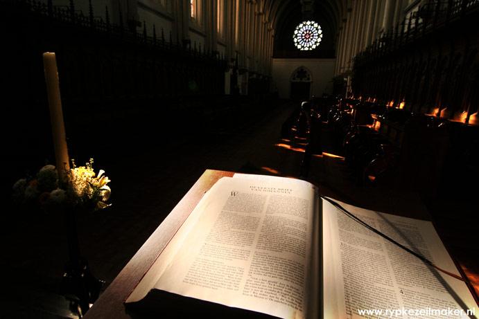 Bijbel in Abdijkerk van Abdij van Koningshoeven