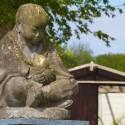 Boeddha zit langs de Slachte zijn navel te bestuderen