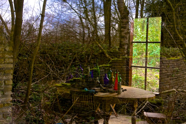 Ecokathecdraal Le Roy, de natuur grijpt aan op de menselijke bouwsels