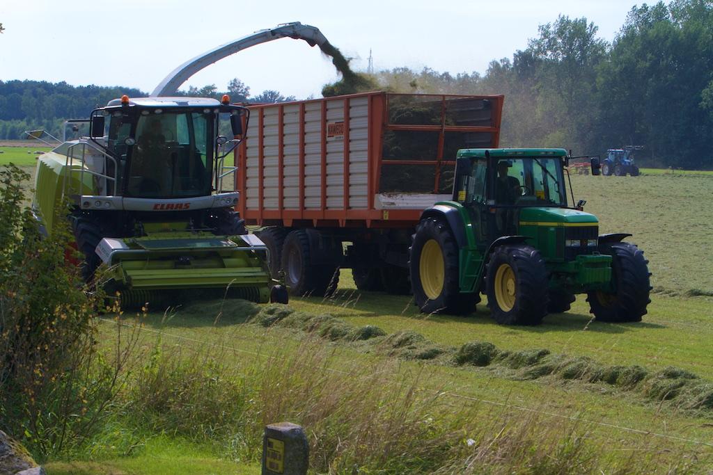 Voor boeren wordt de landbouw steeds extensiever, straks heb je gewoon een grasrobot. De landbouw NU is in geen enkel opzicht met 1900 te vergelijken