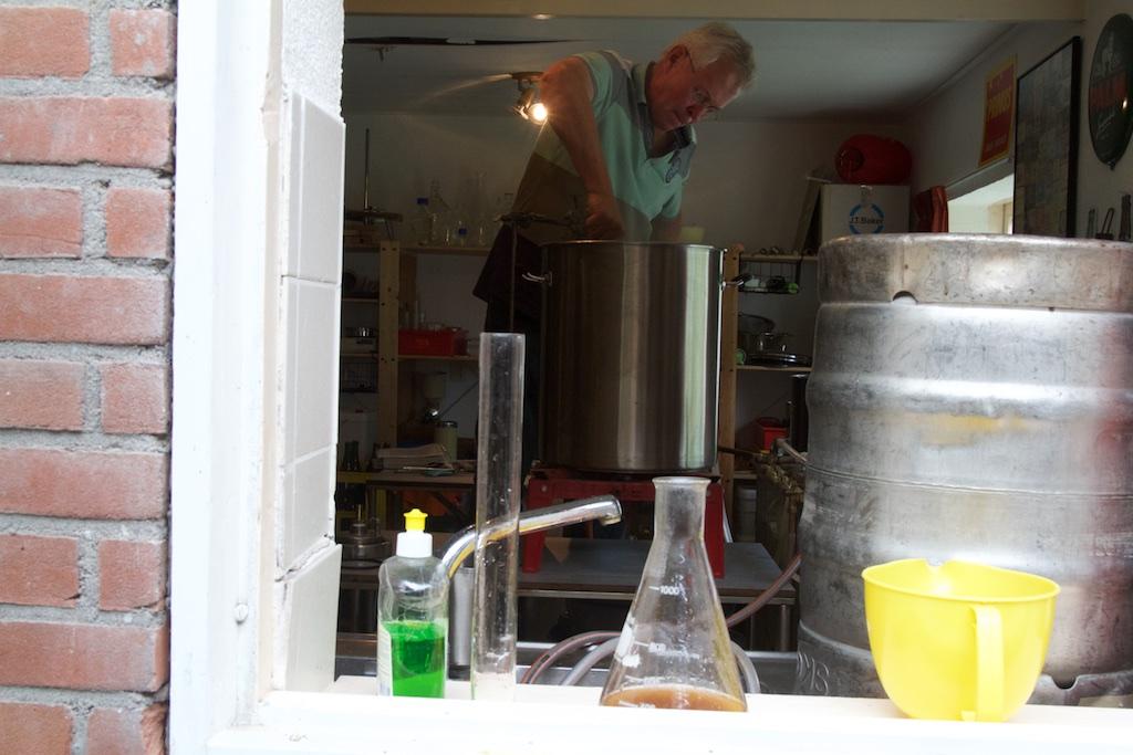 De thuisbrouwer, zelfs bij de Hema kun je al bierpaketten kopen