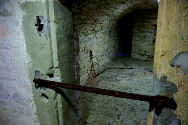 Gevangenenkelder onder Wewelsburg. Foltering en opsluiting, het is van alle volken en alle tijden, of het nu voor vervolging van Heksen was of Joden