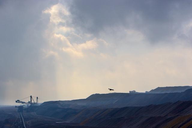 Buizert zeilt over Tagebau Hambach