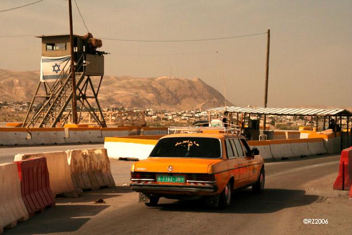 Checkpoint bij Jericho, stad is in handen van Palestijnse Autoriteit
