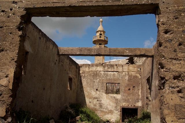 Stukgestoten moskee Golanvlakte