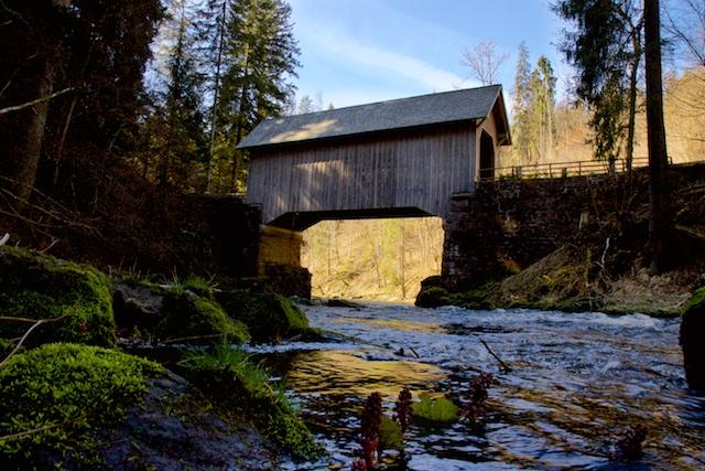 De Rothenbach stroomt richting de Gutach (Goede Water) om te fuseren tot het Woeste Water (Wutach)