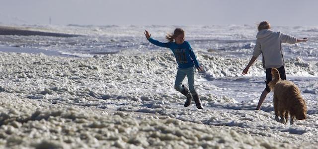 Helse paniek vandaag over de zeespiegel bij Katwijk aan Zee