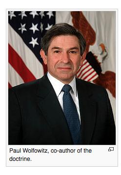 Screenshot Paul Wolfowitz, architect inval in Irak met leugen over 'massavernietigingswapens'., later president Wereldbank