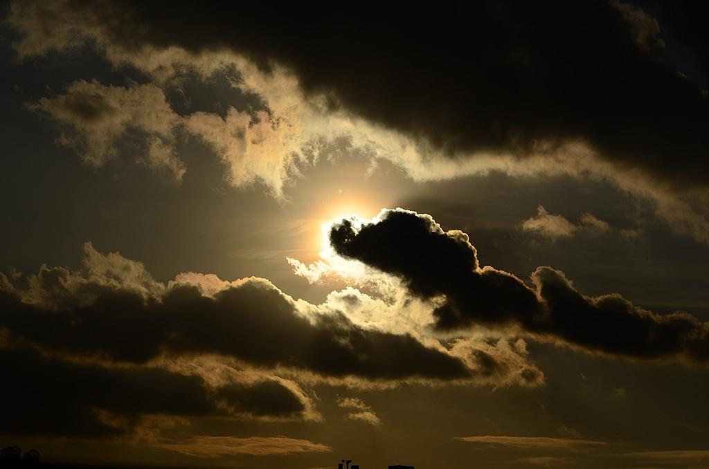 Wolken voor de zon waarschuwing voor beleggers - Doek voor de zon ...
