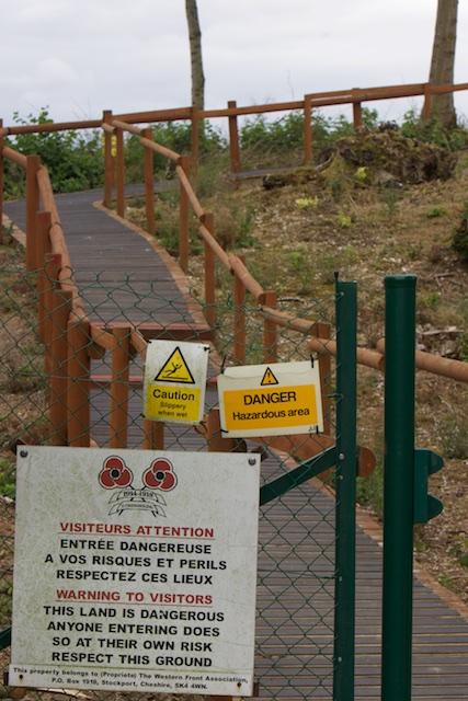 Butte de Warlencourt: in een aansprakelijkheidscultuur van Health and Safety is het hele leven een gevaarlijk oord, alsof er nog Duitsers met machinegeweer zitten