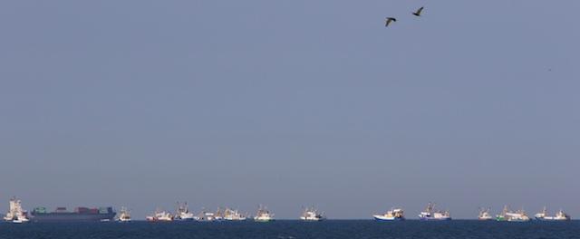 De Armada ligt klaar om de Nieuwe Waterweg op te varen