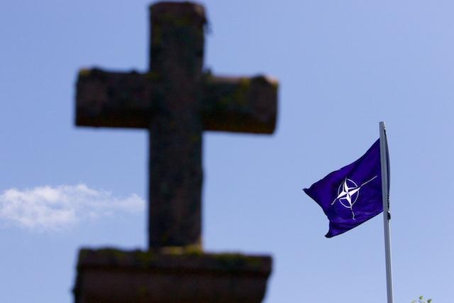 De Nato houdt Europa nog steeds in haar greep als verlengstuk van het Militair Industrieel Complex, met humanitair twijfelachtige uitkomst