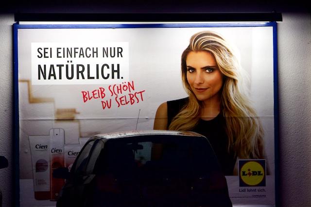 Nu moet je weer natuurlijk zijn vrij van culturele smetten, en daar speelt de marketing op in