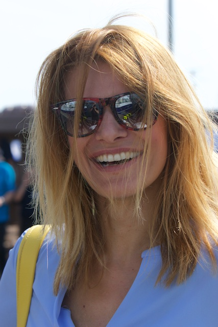 Barbara Visser (VVD) lacht wel lief: maar kan ze ook leveren? Of bonjourt Kamp haar dan uit de Kamer?