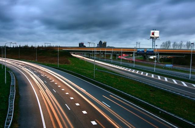 Kunstwerkjes, de Nederlandse wegen. Als automobilist ben ik er WEL blij mee. Ik zeg ook niet dat ik TEUGE ben