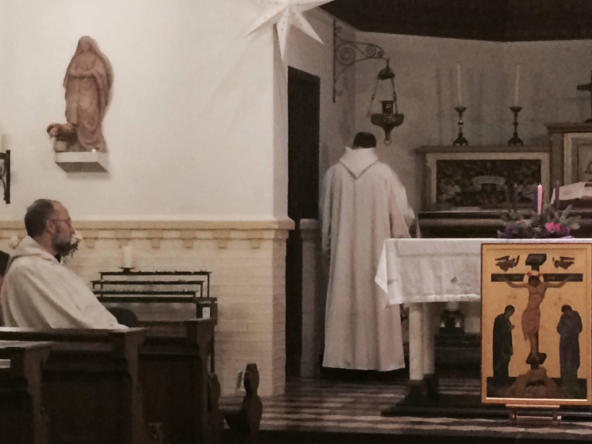De Schiere Monniken zijn er weer. Ze vragen om Gods genade en Liefde, en je kunt Vespers mee vieren om 1800. Voor de boot vertrekt