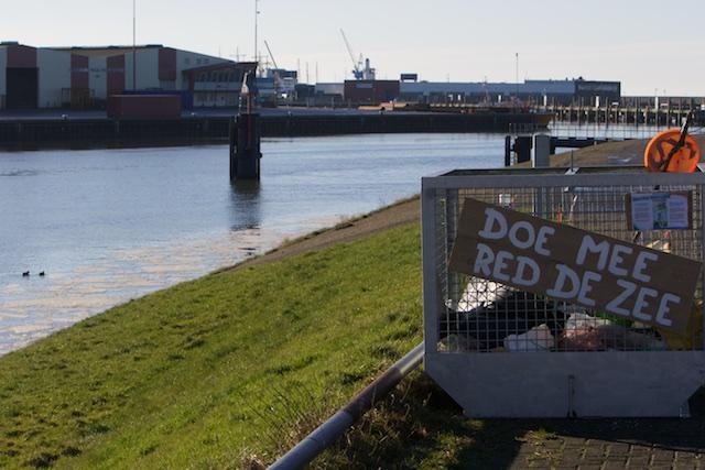 Burger/visser laat niet je tasje slingeren, want anders bedreig je de zee= Milieuclub BV