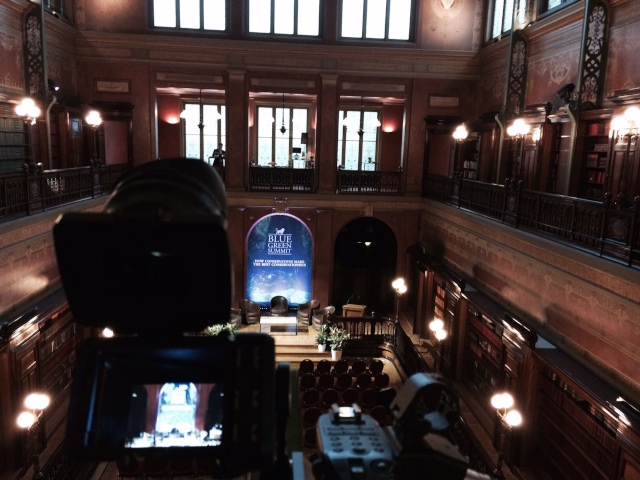 De prachtige - publiek beheerde- Solvay Bibliotheek, dankt de naam aan het private chemiebedrijf Solvay dat de bouw faciliteerde