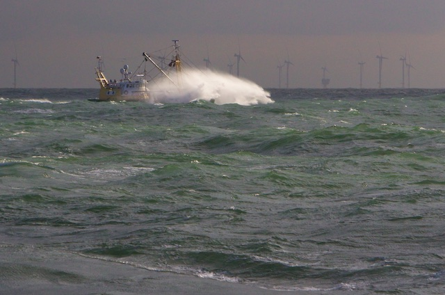 ...in een Agenda 21-zeelandschap met windturbines van Q7